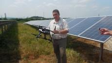 Sebastian Pop demonstrează cum poate fi utilizată drona pentru supravegherea panourilor fotovoltaice