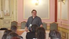 """Profesorul britanic Jim O'Brien a venit în Craiova să participe la Conferinţa Internaţională """"Creativitate. Imaginar. Limbaj"""" (FOTO: Traian Mitrache)"""