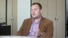 Lucian Popa a vrut să obțină fonduri europene, dar a constatat că statul român a schimbat regulile în timpul jocului, modificând codurile CAEN eligibile după ce se încheiase sesiunea de depunere a planurilor de afaceri