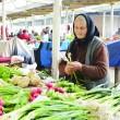 Mulţi producători care vând în pieţe nu au atestat din cauza indolenţei primarilor (Foto: Lucian Anghel)