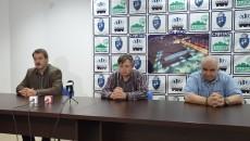 Marius Barcan (stânga), Aurelian Roșca și Gheorghe Sbora au vorbit despre confruntarea cu HCM Roman (foto: Lucian Anghel)