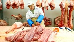 Unii producători din ţară au scumpit carcasa de porc cu 0,8 lei pe kilogram într-un interval foarte scurt de timp (FOTO: da.zf.ro)