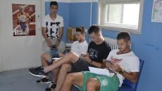 """Jucătorii Craiovei au așteptat cuminți să fie """"convocați"""" de medici în cabinete (foto: Alexandru Vîrtosu)"""
