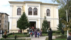 """Clădirea în care învață 700 de elevi ai Colegiului """"Elena Cuza"""" (Foto: Arhiva GdS)"""