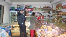 Unele magazine de la colțul blocului nu au redus prețurile alimentelor și ale băuturilor nonalcoolice, față de perioada anterioară reducerii TVA (FOTO: paset.wordpress.com)