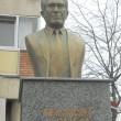 Bustul lui Sergiu Nicolaescu trebuia înlocuit de un an