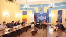 """Participanții la dezbaterea """"Drumuri pentru Oltenia"""" au semnat o scrisoare comună pentru comisarii de la Bruxelles (Foto: GdS)"""