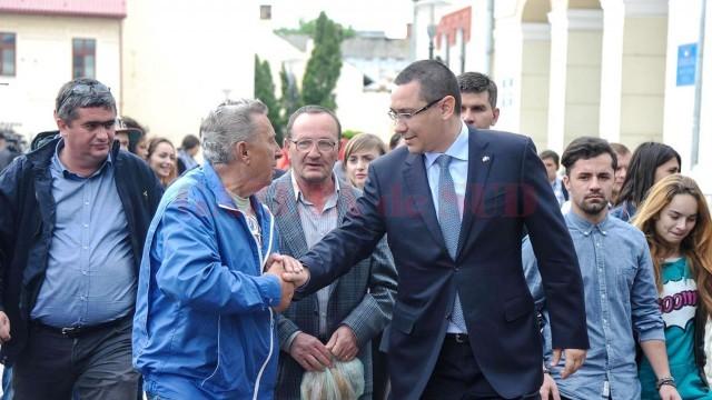 Victor Ponta pe vremea când dădea impresia că se preocupă de soarta oltenilor (Foto: Arhiva GdS)