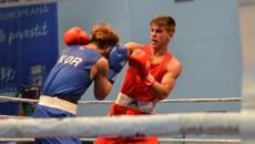 Românul Marcel Arădoaie (în roșu) a fost învins de coreeanul Hyunchul Lim (foto: Bogdan Grosu)