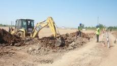 Muncitorii lucrează la construcția noului Centru de Agrement și Sport (Foto: Traian Mitrache)