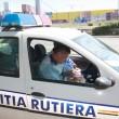 18 șoferi au fost sancționați ieri pentru că nu au acordat prioritate coloanei oamenilor legii (Foto: GdS)