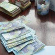 Pe de o parte, unora le intră mai mulți bani în buzunar dacă sunt plătiți cu salariul minim pe economie, dar pe de altă parte, tot de la 1 iulie s-au scumpit gazele, iar punctul de amendă de circulație s-a scumpit ușor