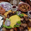 Carnea la garniță și cârnații cu ambâț sunt câteva dintre produsele tradiționale atestate și produse de Aurel Simion la Vâlcea