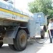 Autorităţile au dus apă cu cisterna în zonele afectate  din cauza secetei (Foto: Eugen Măruță)