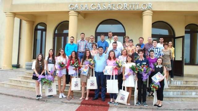 Elevii slătineni de nota zece la Evaluarea Naţională, premiaţi de primar (Foto: gazetanoua.ro)