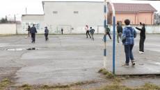 Pentru a închiria spațiile excedentare din școli, cum ar fi terenurile de fotbal, doritorii trebuie să parcurgă mai multe etape (Foto: Arhiva GdS)