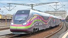 Trenul Hyperion, deși e proiectat să circule cu o viteză de 160 km/oră, trebuie să respecte restricțiile de viteză impuse de CFR și rulează cu viteză redusă. Constructorul trenului susține că trebuie făcute investiții în infrastructura feroviară. (FOTO: Softronic)