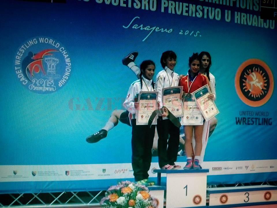 Craioveanca Ştefania Priceputu (în roşu) a urcat pe podium şi la Mondiale, după ce tot luna aceasta cucerea titlul european