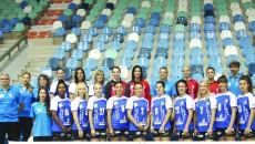 La şedinţa foto, jucătoarele şi staff-ul au fost cu zâmbetul pe buze şi aşa speră să fie şi după primul meci din campionat