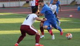 Bogdan Vătăjelu (în albastru) a fost decisiv în partida cu FC Voluntari (foto: csuc.ro)