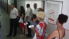 La sediul CAS Dolj, sunt zilnic cozi în fața biroului unde se eliberează cardurile de sănătate (Foto: Traian Mitrache)