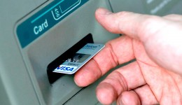 Cei care își petrec vacanțele în străinătate trebuie să se intereseze cu ce tip de card pot plăti sau dacă pot achita cu cardul anumite produse sau servicii (FOTO: economica.net)