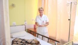 În Secția Neurologie II, mobilierul și paturile au fost înlocuite, iar în unele saloane există  televizor și aer condiționat (Foto: Traian Mitrache)