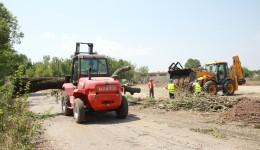 Organizarea șantierului pentru lucrările de reabilitare a infrastructurii de mișcare a Aeroportului Craiova este aproape de final (Foto: Bogdan Grosu)