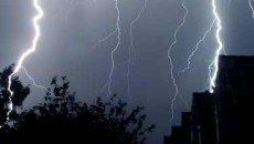 precipitatii-torentiale-vijelii-descarcari-electrice