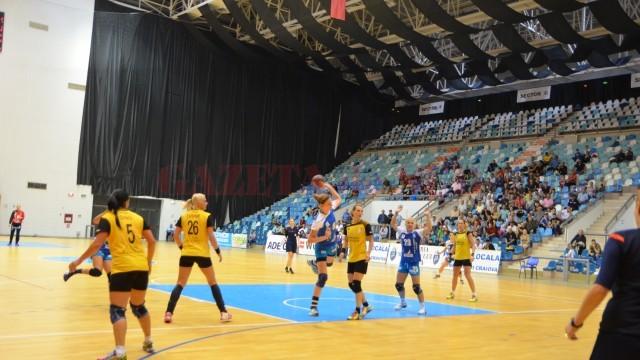De trei meciuri, Zivkovic (la minge) şi colegele sale sunt neînvinse (foto: Daniela Mitroi-Ochea)