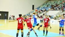 Zivkovic (la minge) a marcat şase goluri împotriva Zalăului (Foto: Claudiu Tudor)