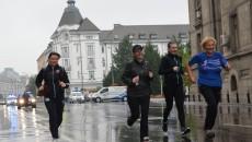 Fără să le pese de vremea ploiasă, craioveni de toate vârstele au participat la Crosul și Promenada Inimilor (foto: Bogdan Grosu)