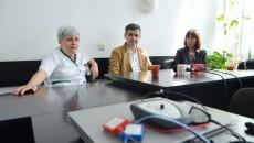 Prof. univ. dr. Elena Ioniţă, șefa clinicii  ORL din cadrul SJU (stânga), alături de cei doi medici care au făcut ca în Clinica ORL să ajungă acest aparat (Foto: Bogdan Grosu)