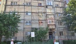 Anveloparea blocului M 15 scara b trebuie finalizată până pe 20 septembrie (Foto: Bogdan Grosu)