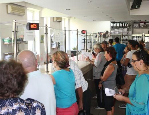 În Dolj există încă foarte mulți asigurați care nu au primit cardul de sănătate, deși acesta a devenit obligatoriu (Foto: Traian Mitrache)