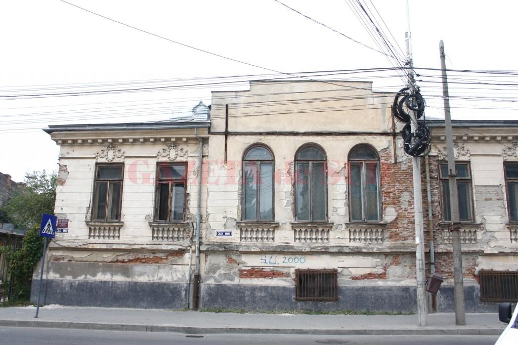 Proprietarii clădirilor monument istoric din Craiova scapă, cel puțin în 2016, de impozitul pe paragină (Foto: Traian Mitrache)