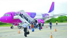 Craiovenii - și nu numai - nu se vor mai putea îmbarca pentru un zbor către Dortmund în următoarele luni. Compania aeriană Wizz Air a renunțat la această cursă, considerând-o nerentabilă, însă conducerea Aeroportului Craiova a afirmat că de la anul s-ar putea zbura din Bănie către alt oraș din Germania.
