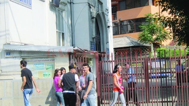 """Colegiul Național """"Gheorghe Chițu"""" din Craiova are cea mai bogată ofertă la specializările economie, turism și alimentație care se ocupă din prima etapă de repartizări"""