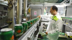 Aceasta este linia de producție a dozelor de Golden Brau, berea cunoscută de doljeni cu mult înainte de preluarea fabricii  de bere de către compania Heineken (FOTO: Claudiu Tudor)