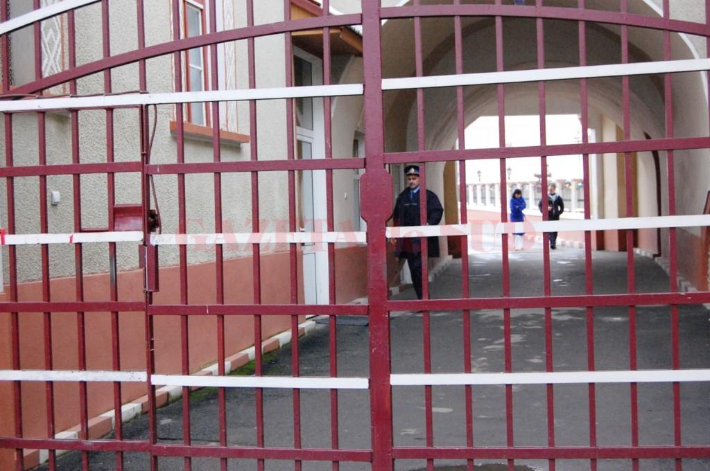 Doi angajați de la Penitenciarul Târgu Jiu infectați cu COVID