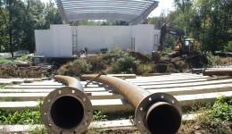 Primul arc din cele cinci necesare pentru acoperirea tribunelor a ajuns zilele trecute la Craiova, din Moinești (Foto: Bogdan Grosu)