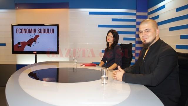 """Reprezentanții Eurotehnica IT&C,  Georgiana Carabașu și Valentin Ion-Șerban, s-au aflat în studioul Alege TV,  la emisiunea """"Economia Sudului"""" (FOTO: Bogdan Grosu)"""