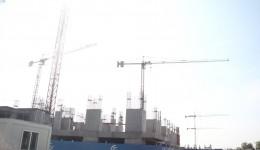 Construirea blocurilor a ajuns la etajul întâi, dar s-a oprit  din lipsa banilor (Foto: GdS)