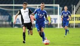 Momcilovic (la minge) a obținut un penalti pentru Pandurii, dar Hora a ratat (Foto: panduriics.ro)