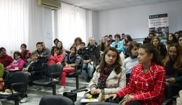 Tinerii craioveni participanți la eveniment spun că este nevoie de astfel de acțiuni în Craiova (Foto: Bogdan Grosu)