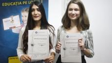 Isabela Tiberiade și Teodora Șerbana, premiate pentru rezultatele obținute la olimpiadele internaționale (Foto: Traian Mitrache)