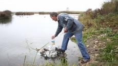 Vasile Berceanu, un localnic care consumă cu regularitate apă cu efecte terapeutice ()