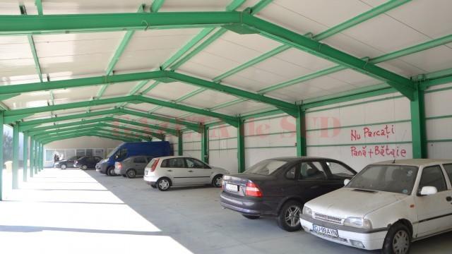 Piață sau garaj? Fosta Piață din Brestei a devenit loc de parcare pentru locatarii din zonă, asta pentru că, de doi ani, nu participă nici un comerciant la licitațiile organizate de Piețe și Târguri pentru ocuparea spațiului