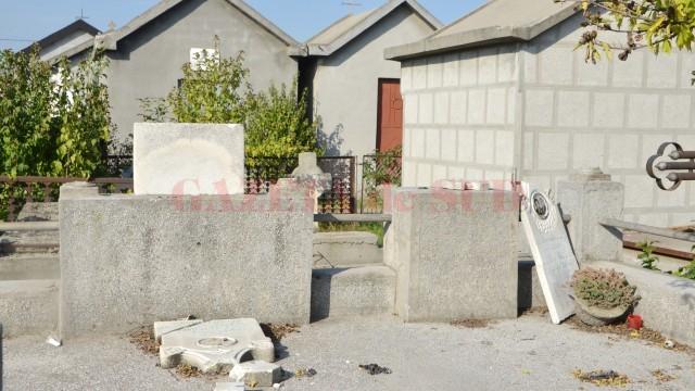 Sesizările oamenilor sunt legate și de faptul că cimitirul din cartier este un loc al vandalizării și al mizeriei
