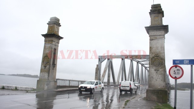 Podul peste Olt are nevoie de reabilitare (Foto: Traian Mitrache)
